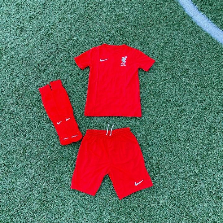 ナイキ・リバプールFCサッカースクールトレーニングキット